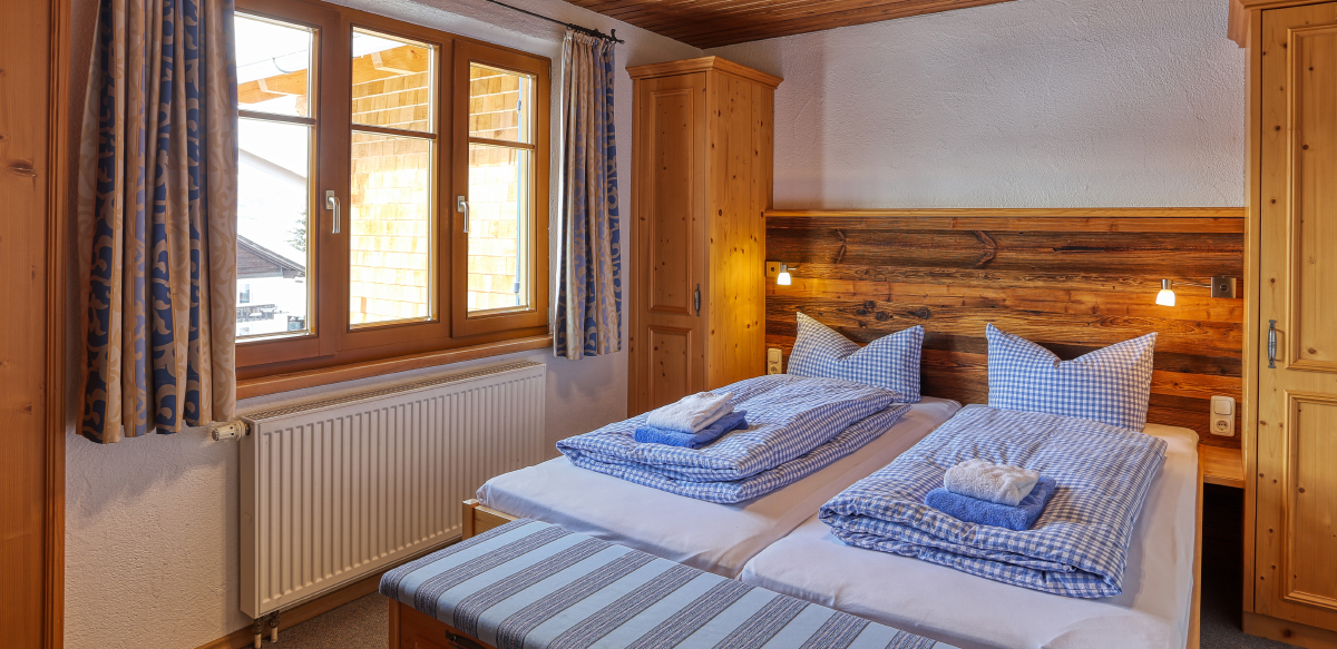Doppelzimmer Standard ohne Balkon - Schlafzimmer   Berggasthof Sonne in Sonthofen