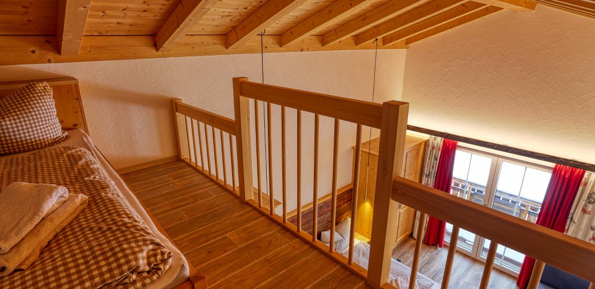 Familienzimmer Komfort mit Galerie und Balkon - Schlaf- und Wohnbereich   Berggasthof Sonne in Sonthofen